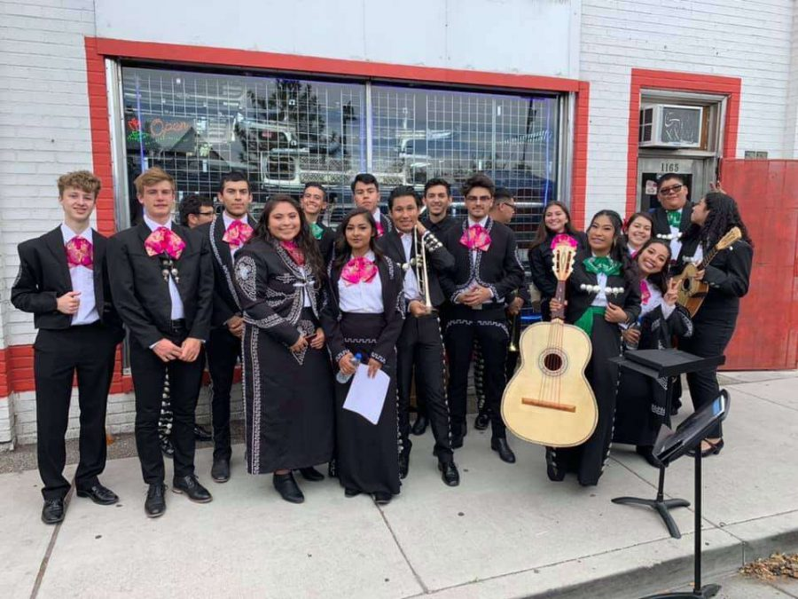 Hug's Mariachi de Oro Earns Donation at Mariachi Showcase
